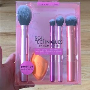 NWT Real Techniques brush set